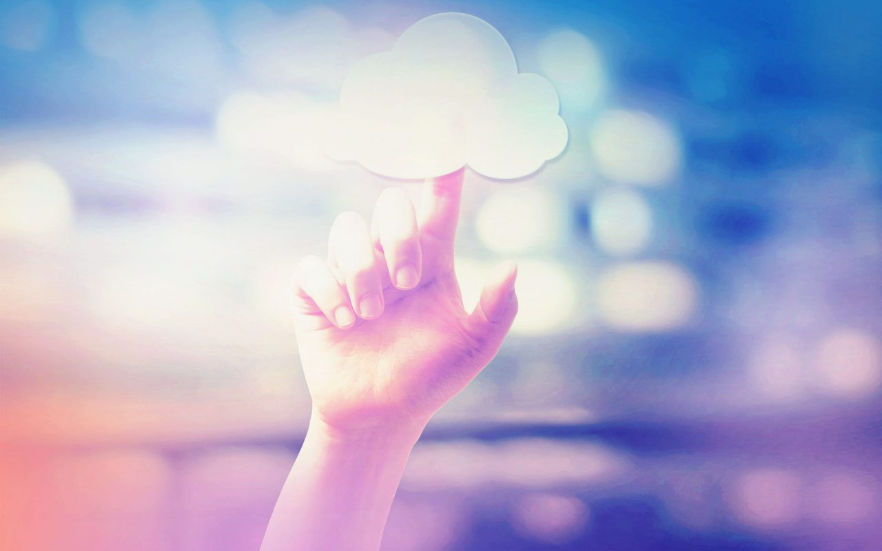 Arvato Systems_Cloud_Finger tip on cloud